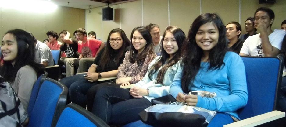 Sejumlah mahasiswi BL antusias mengikuti seminar di kampus BINUS