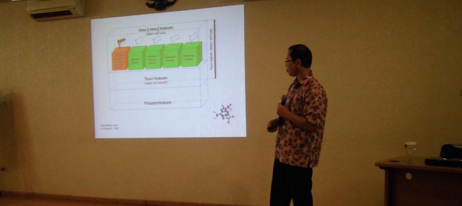 Dr. Shidarta menjelaskan Filsafat Hukum
