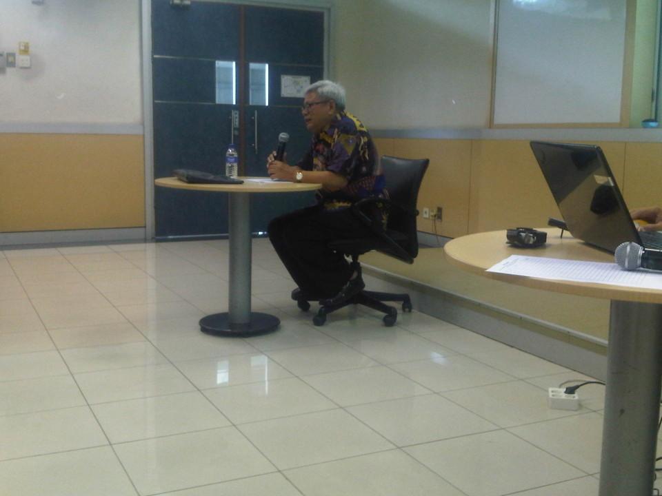 Kuliah umum oleh guru besar hukum Prof. Dr. Bernard Arief Sidharta, S.H.