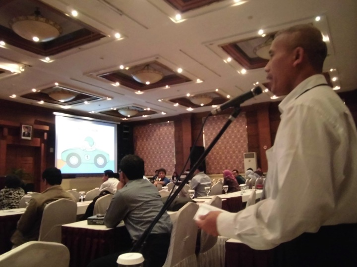 Besar, dosen BL memberi tanggapan dalam seminar hukum progesif di Semarang