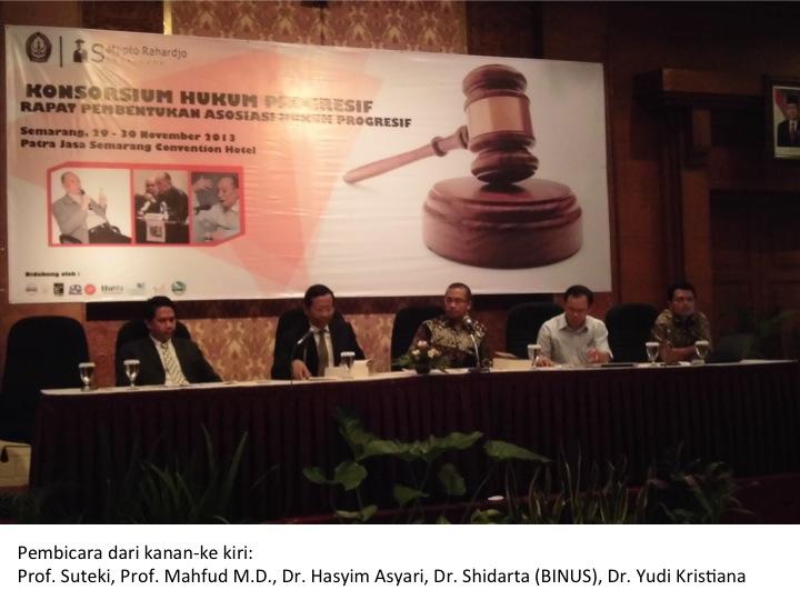 Kajian Semiotika Hukum Dalam Menembus Mitos Di Balik Tanda-Tanda Lalu Lintas Di Kota Bandung Dan Medan (2013)