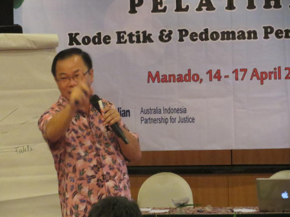 Dosen Bl menjadi penatar kode etik hakim di Manado, Sulawesi Utara