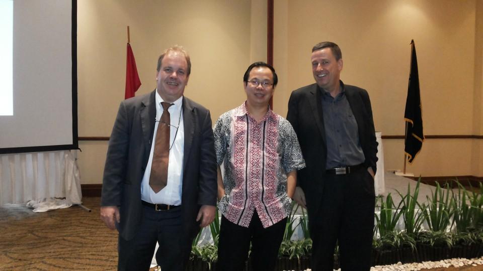 Dosen Bl bersama ahli hukum dari Jerman saat memberikan pelatihan bagi staf hukum berbagai kementerian