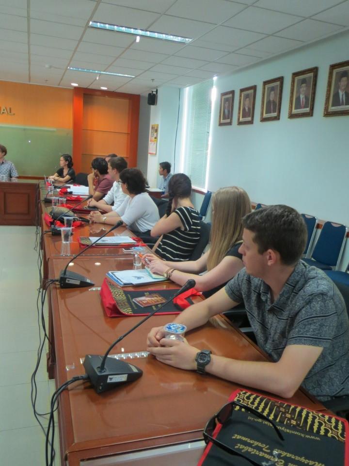 Mahasiswa Deakin University di KY-RI seusia belajar hukum di BL BINUS