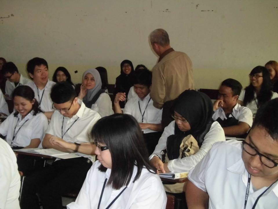 Siswa SMA yang berminat belajar hukum saat mengikuti