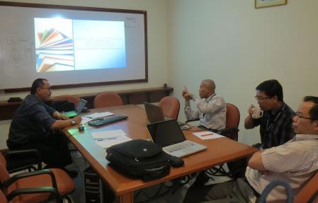 Presentasi penelitian/penulisan ilmiah dosen BL untuk dikritisi oleh sesama rekan dosen