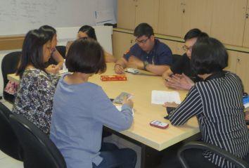 Empat mahasiswa Business Law BINUS saat mengikuti briefing persiapan keberangkatan ke Taiwan.