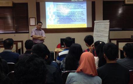 Diskusi 'etika profesi hukum' di Kampus Unpas, 15 Juni 2015