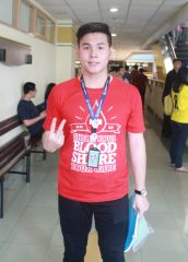 Agus Adrianto dan aksi donor darahnya (Kampus BINUS, 16 Juni 2015)