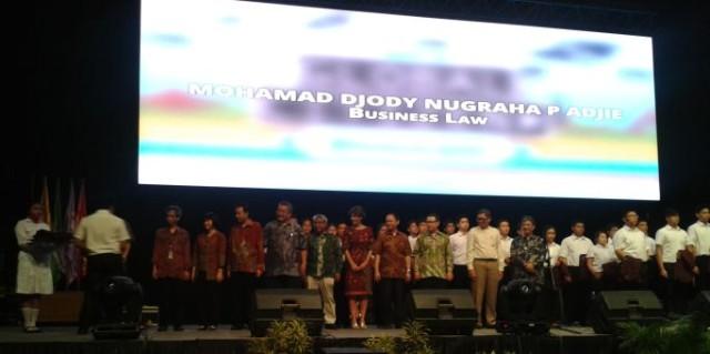 Wakil mahasiswa dari Business Law BINUS saat dilantik oleh Rektor, 3 September 2015 di JCC Jakarta