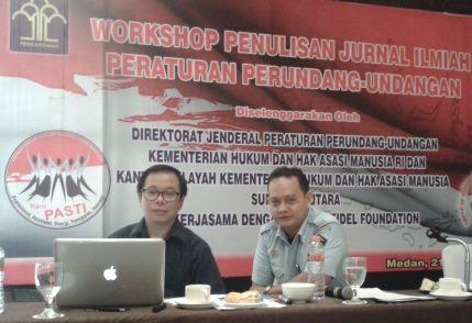 Shidarta (narasumber) dan Eka Sihombing (moderator) dalam workshop Kemenkumham, Medan 22 Maret 2016