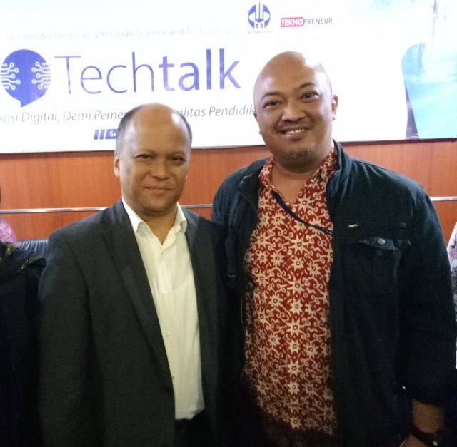 Foto bersama Ilham A. Habibie (Ketua IDST, The Habibie Center/Dewan TIK Nasional)