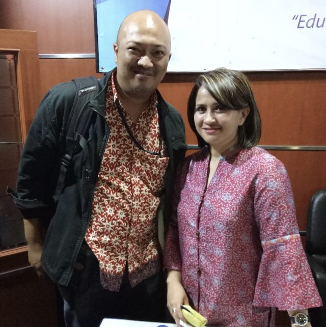 Foto Bersama Santhi Serad (Wakil Ketua IDST - The Habibie Center)