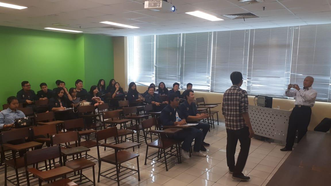 TRIAL-CLASS HUKUM UNTUK 75 SISWA JAKARTA DAN YOGYAKARTA
